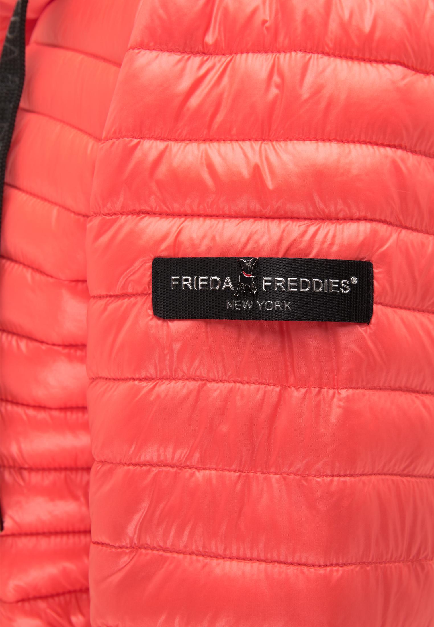Frieda & Freddies Mantel